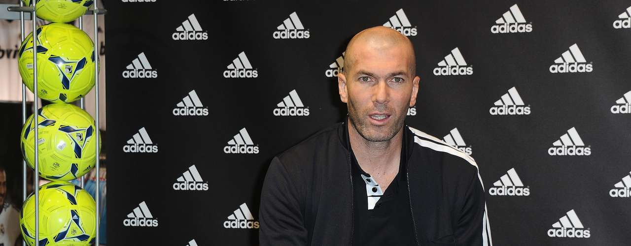 El ex mediocampista francés Zinedine Zidane fue confirmado como el nuevo director deportivo del Real Madrid.
