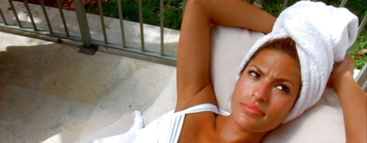 Eva Mendes debutó en la saga cuando interpretó el papel de la agente Mónica Fuentes en 'Rápido y Furioso 2'. La agente infiltrada volvería en 'Rápido y Furioso 5', pero su belleza impactó a los fanáticos de la serie en aquella primera película.