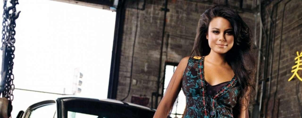 Nacida en Lima, Perú hace 28 años, la actriz Nathalie Kelley hizo el papel protagónico femenino en 'Rápido y Furioso: Tokyo Drift', la entrega más bizarra de la saga motorizada. Neela era el nombre de su personaje, y como no, sabía manejar carros como pocas chicas.
