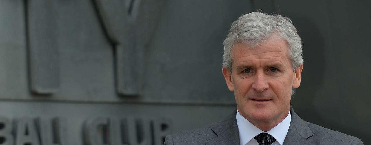 El técnico galés Mark Hughes fue designado como nuevo entrenador del Stoke City.