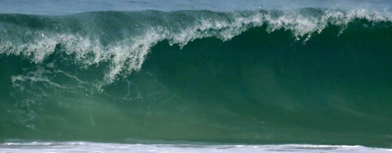 El actor se encuentra en Brasil promocionando 'The Hangover III' pero aprovechó un tiempo libre para ir y darse un chapuzón al mar. ¡Qué envidia!