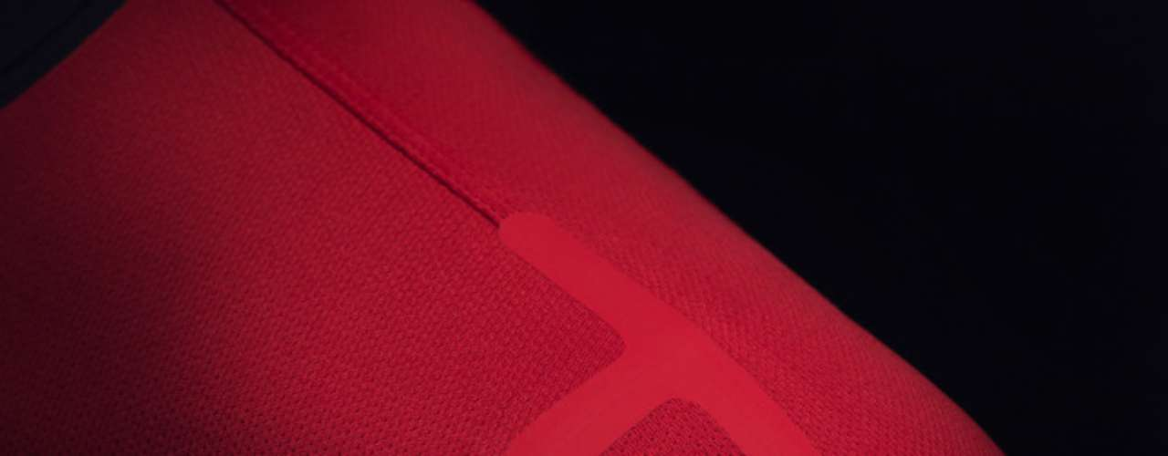 The jersey was created with T bars, to support the key points. It has a clean finish that stands out and makes the jersey more comfortable.