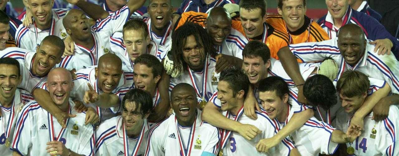 Patrick Vieira marcó el gol del triunfo de Francia 1-0 sobre Japón, para que los galos consiguieran el título de la Copa Confederaciones 2001.