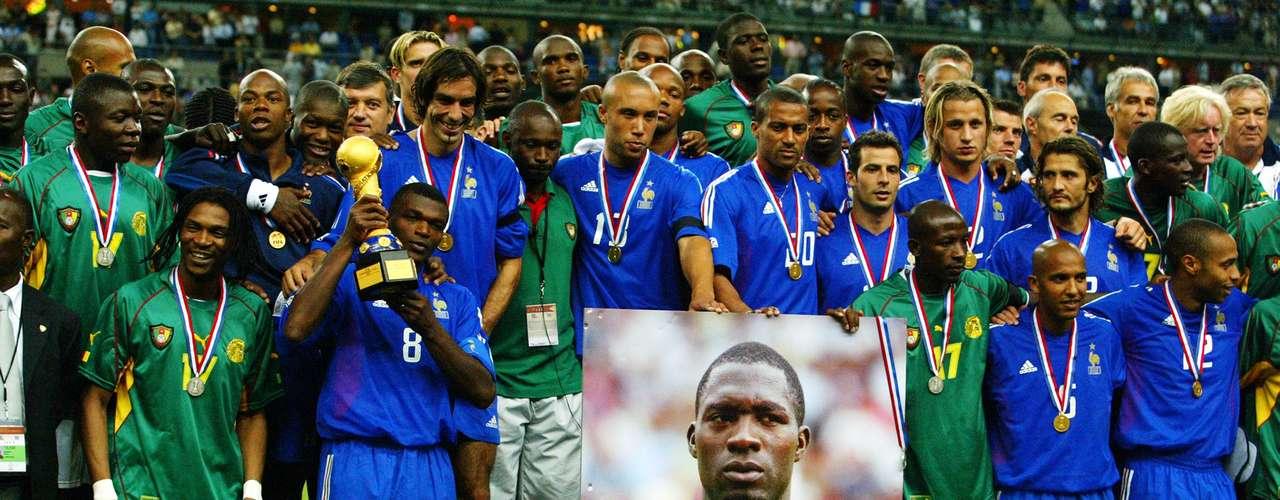 En 2003, Thierry Henry fue el guía de Francia para refrendar en casa el título de la Copa Confederaciones, los galos derrotaron en la Final 1-0 a Camerún con de 'Titi' en tiempo extra. Los africanos llegaron dolidos luego de que en la Semifinal ante Colombia, su compañero Marc-Vivien Foé falleció en pleno partido.