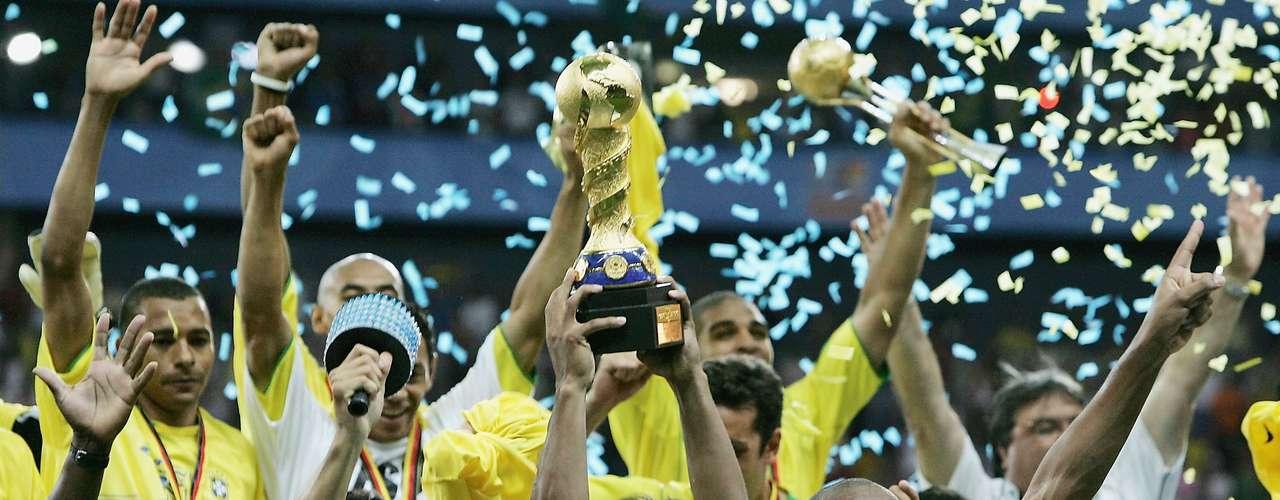En la Copa Confederaciones Alemania 2005, Brasil consiguió su segundo título en una final soñada al golear 4-1 a Argentina, con anotaciones de Kaká y Ronaldinho, además de un doblete de Adriano.