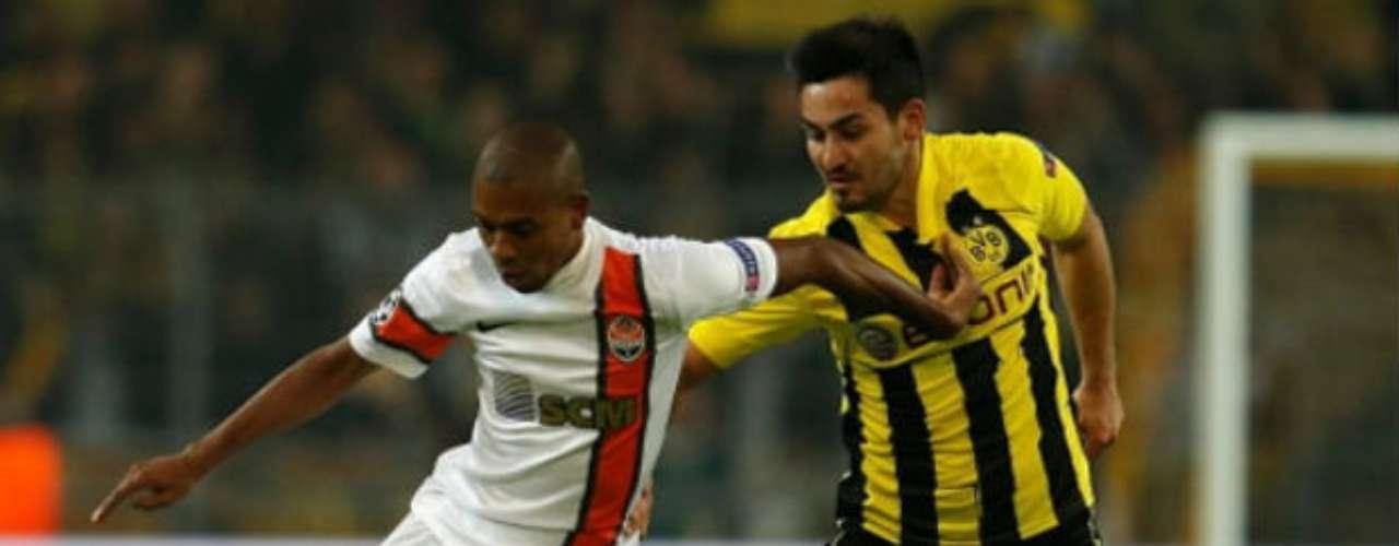 El Manchester City anunció el fichaje del internacional brasileño Fernandinho (izquierda), que pertenecía al Shakhtar Donetsk en las ocho últimas temporadas.