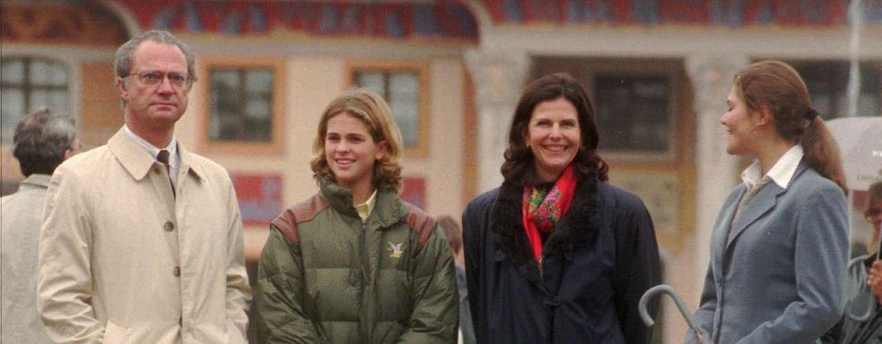 La Princesa Magdalena completó su Licenciatura en Artes en la Universidad de Estocolmo en enero de 2006. En el otoño de 2006, la princesa regresó a la Universidad de Estocolmo para realizar estudios de postgrado en Organización y Liderazgo, con el fin de ampliar sus conocimientos sobre el trabajo humanitario internacional