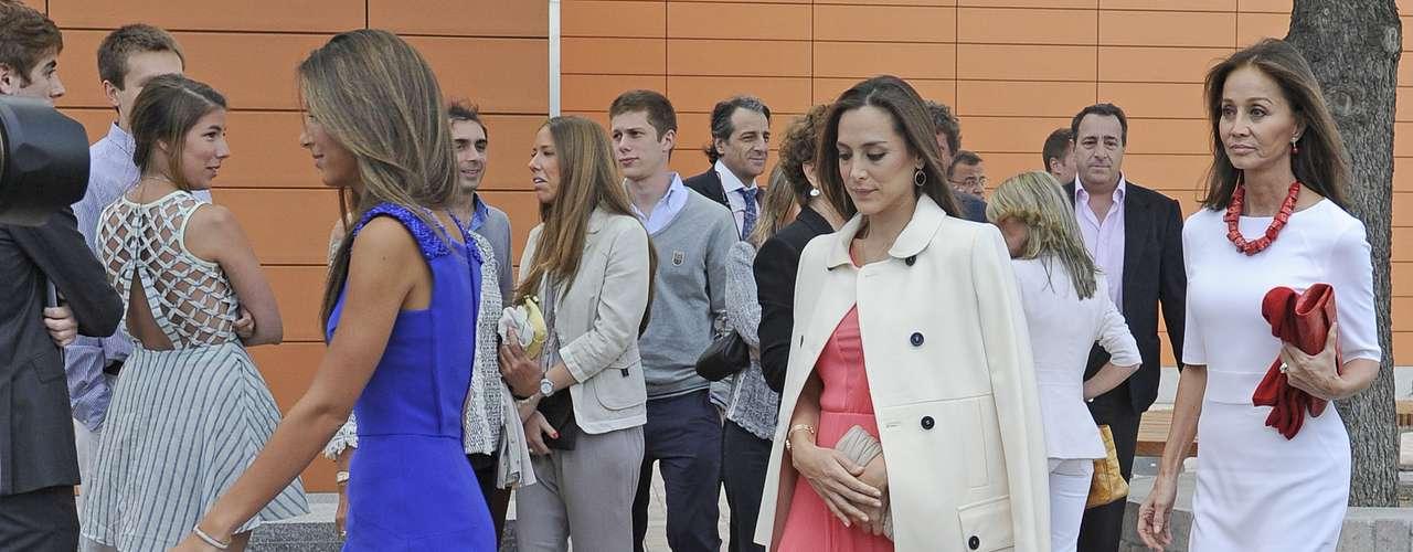 A finales de 2012, Ana se licencióen Derecho por la misma Universidad.