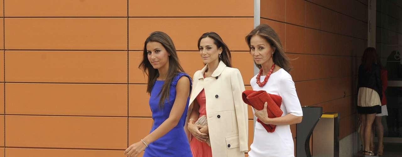 Isabel ha aprovechado su aparición pública para desmentir los rumores que aseguraban que vendía su mansión por 12 millones de euros.