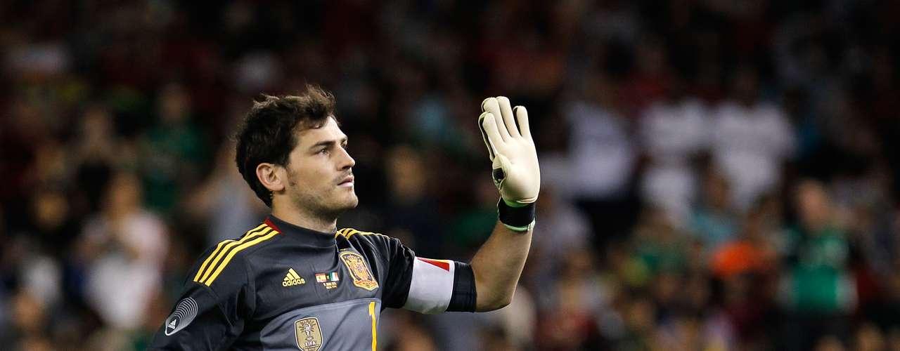 Iker Casillas (Portero-España): Pese a que viene de una lesión en el Real Madrid y a los problemas con José Mourinho, su trayectoria y su recorrido internacional serán claves para salvaguardar la portería española.