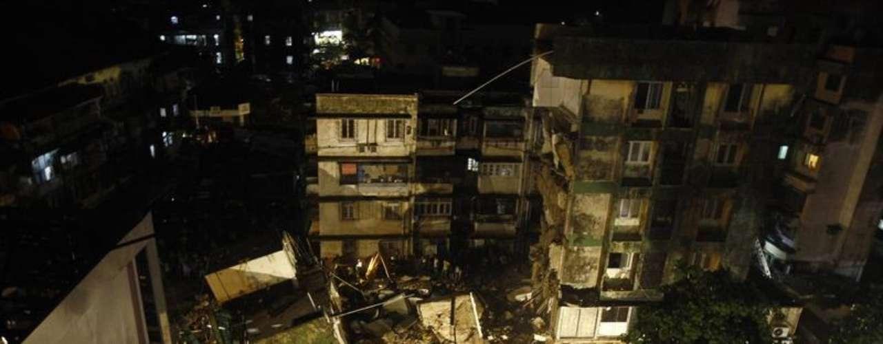 Un edificio residencial colapsó el lunes 10 de junio de 2013, en Mumbai, India. Una anciana murió y cuatro personas resultaron heridas.