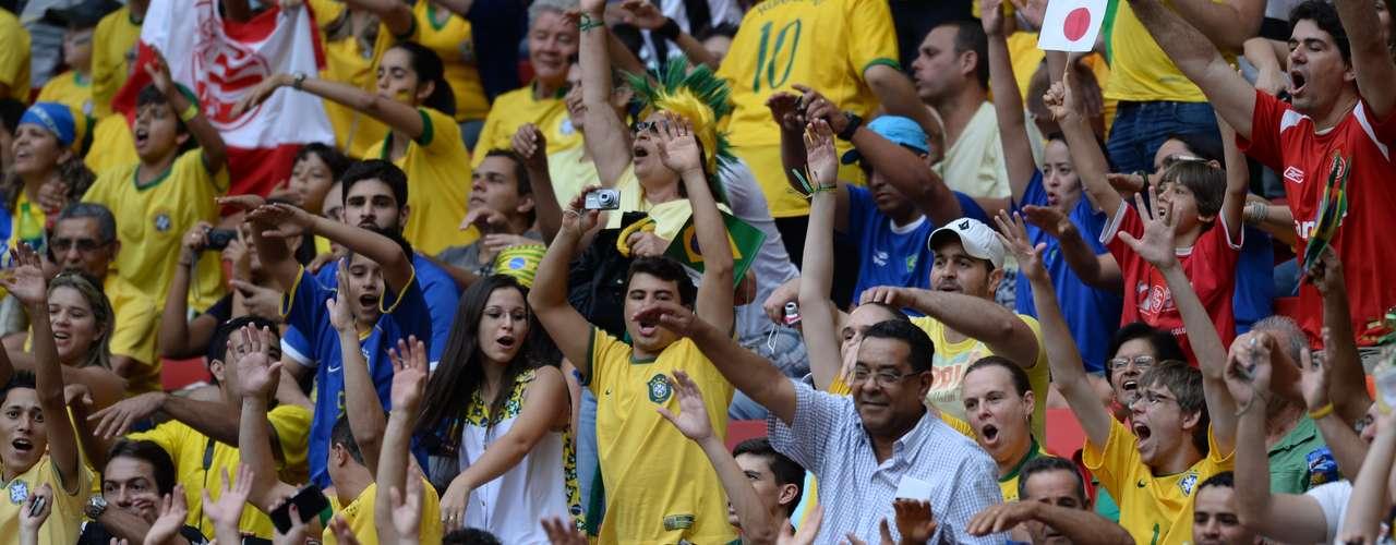 La torcida brasileña: Una de las mejores fanaticadas del fútbol mundial volvió a demostrar toda su alegría en el estadio Mané Garrincha.