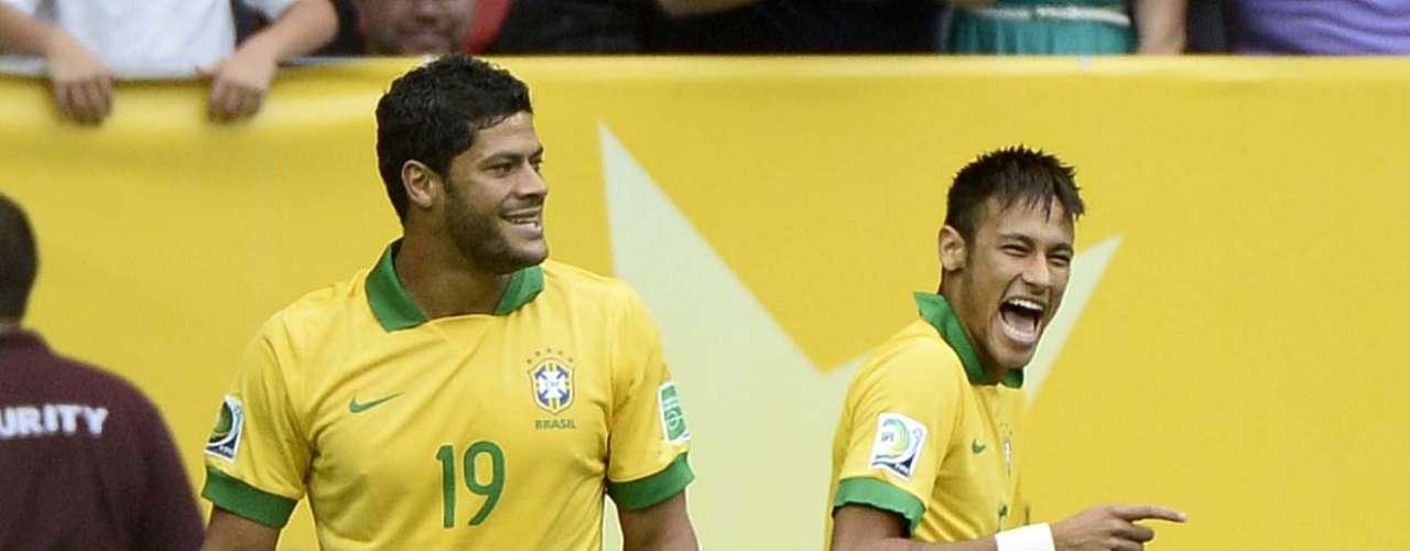 Hulk y Neymar festejaron el primer gol de la Copa Confederaciones 2013.