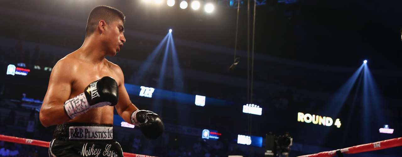 El árbitro de la pelea, Rafael Ramos, dio por concluido el combate cuando faltaban 1:25 minutos para el final del cuarto asalto.