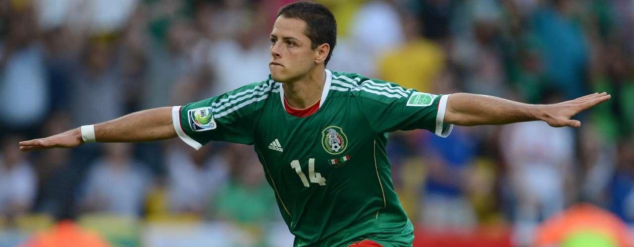 Javier Hernández cobró el penal a favor de México y empató el partido.