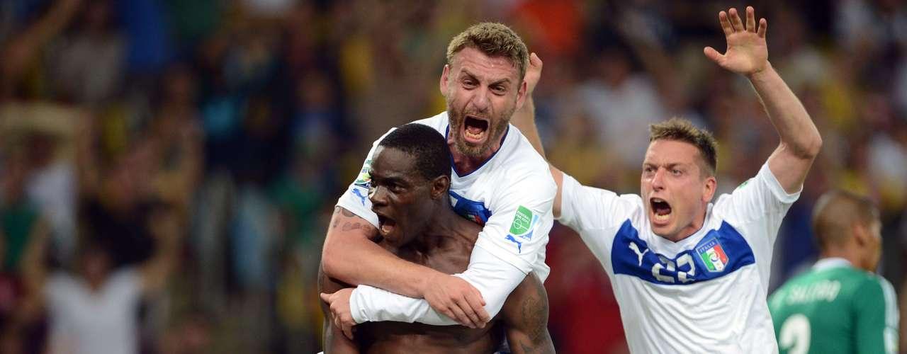El delantero italiano le dio la victoria a su escuadra con una anotación a base de fuerza.