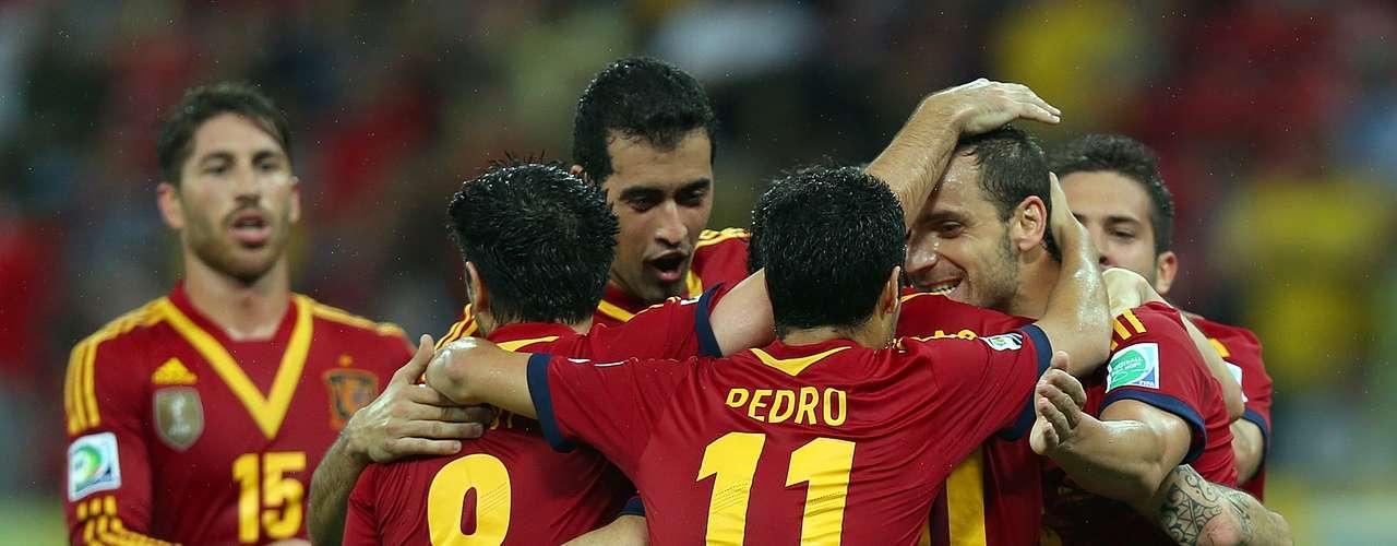Pero estas no fueron las únicas figuras del partido, pues todos los jugadores españoles demostraron que están listos para conquistar el único título que les falta, en especial en un primer tiempo completamente memorable.