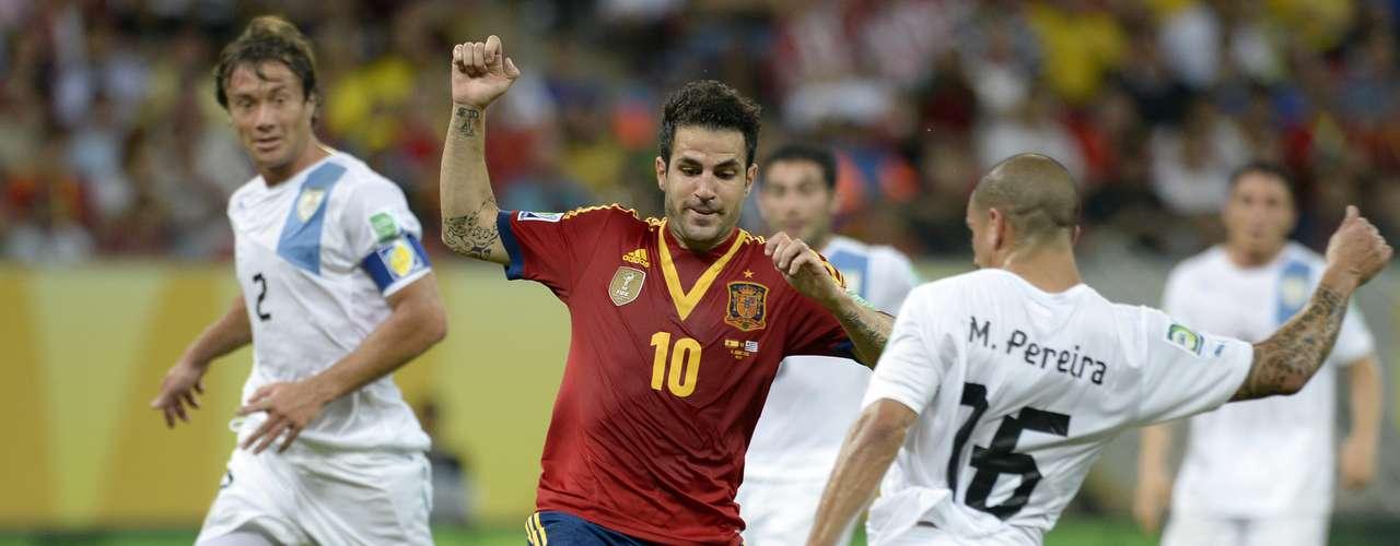 Otro que brilló con la selección española fue Cesc Fábregas, quien brilló como segunda punta, además de ser el cerebro detrás del gol de Soldado, gracias a una certera asistencia.