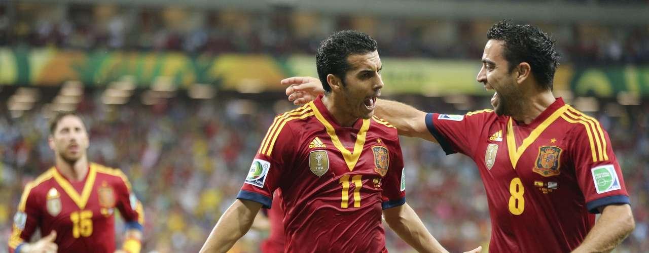 En el minuto 20, Pedro aprovechó un mal despeje de Edinson Cavani, remató con toda su fuerza y puso el 1-0 a favor de los actuales campeones del mundo.