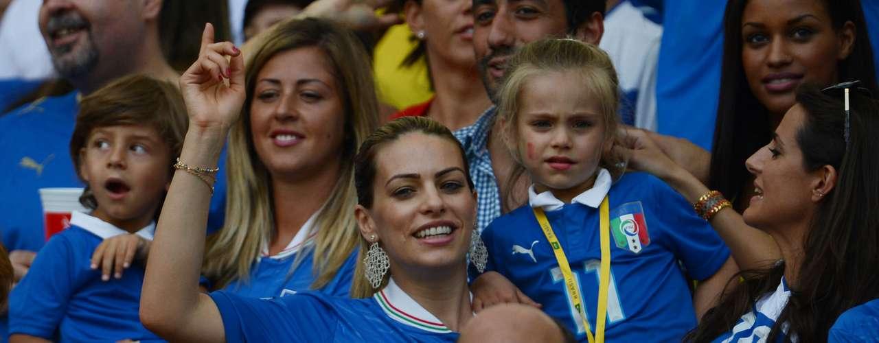 Alice Bregoli es la esposa del delantero Alberto Gilardino, con quien tiene tres hijas.