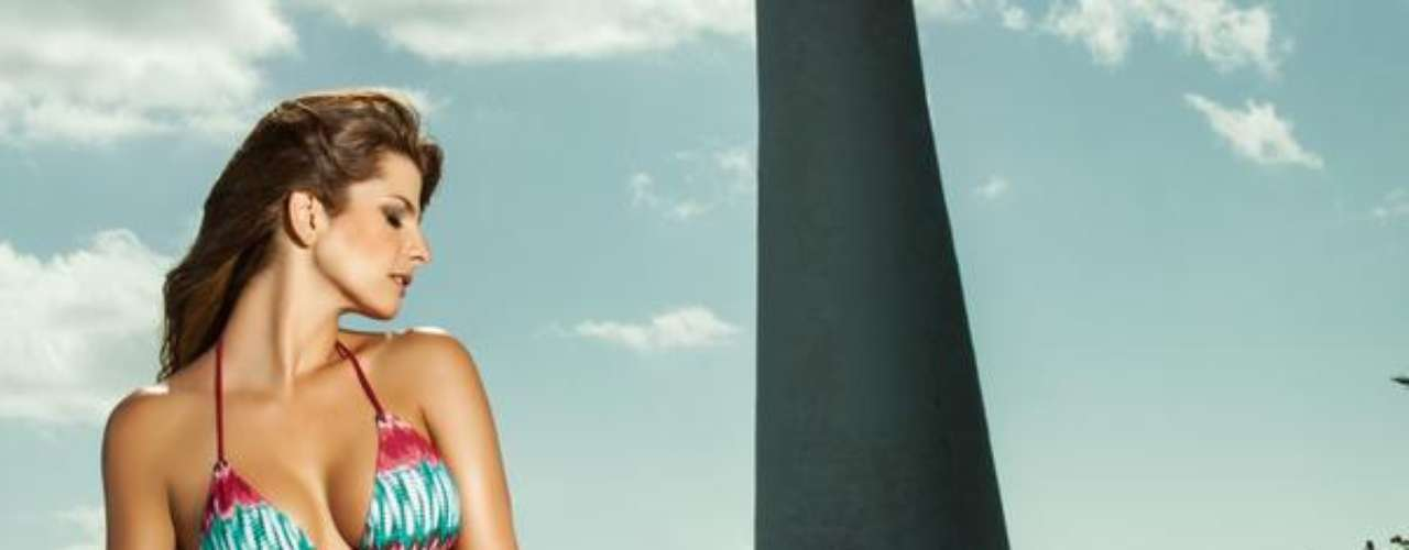 """""""La hermosa y carismática modelo del Valle del Cauca Carolina Cruz, cuando aún no trabajaba en televisión, estuvo visitando en una ocasión a don Miguel Rodríguez Orejuela en su sitio de reclusión en la Cárcel de Palmira"""", reveló Madame Rochy."""