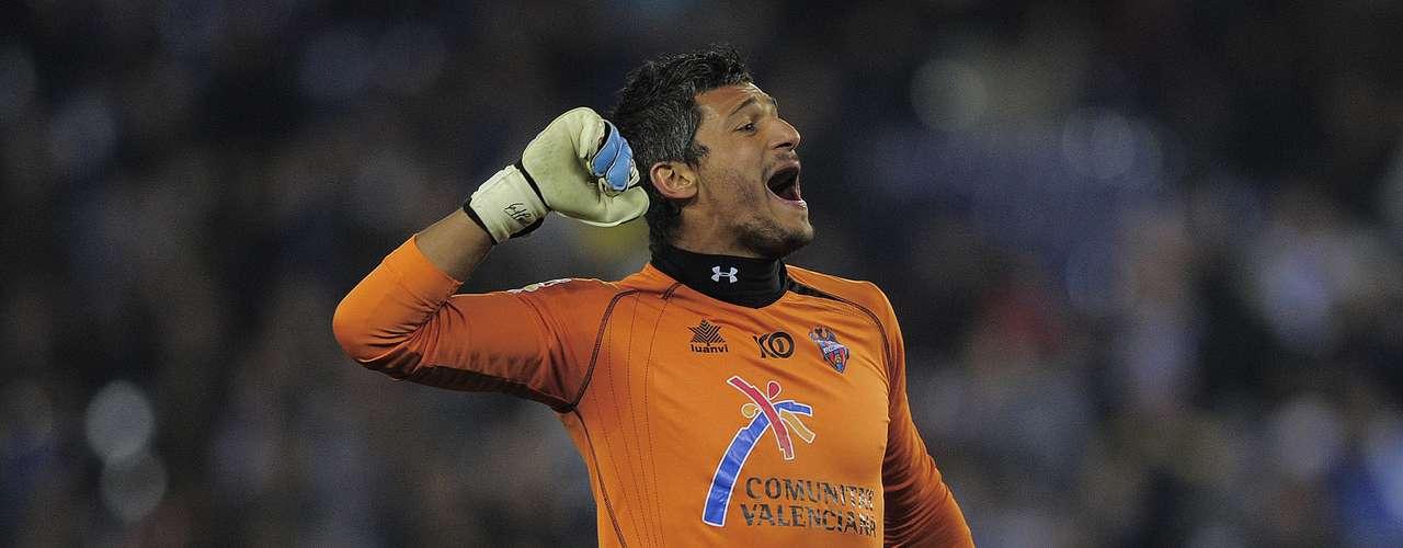 El guardameta uruguayo Gustavo Munúa jugará la próxima temporada en Fiorentina, como lo confirmó el club italiano en su página web.