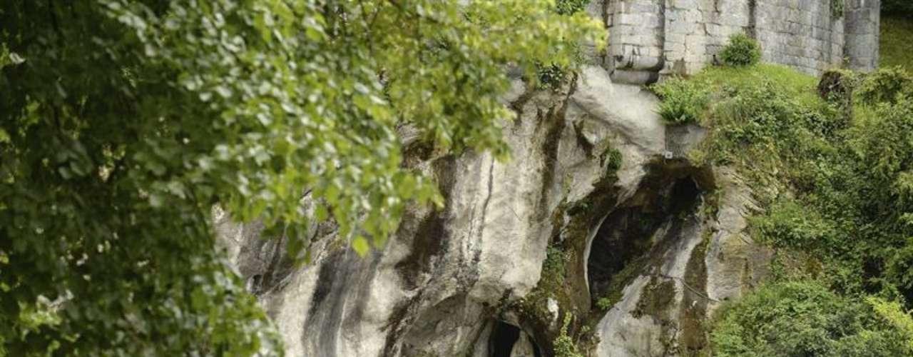 El santuario mariano de Lourdes permanece inundado por las lluvias, el deshielo y las crecidas de los ríos, en Lourdes