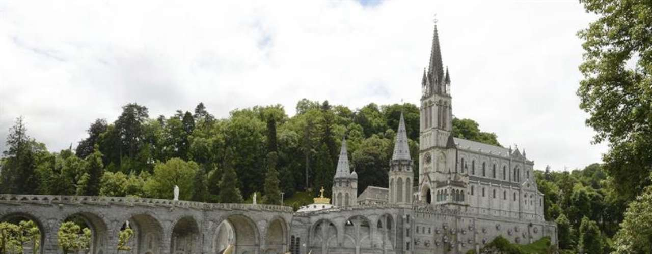 Vista general del santuario mariano de Lourdes
