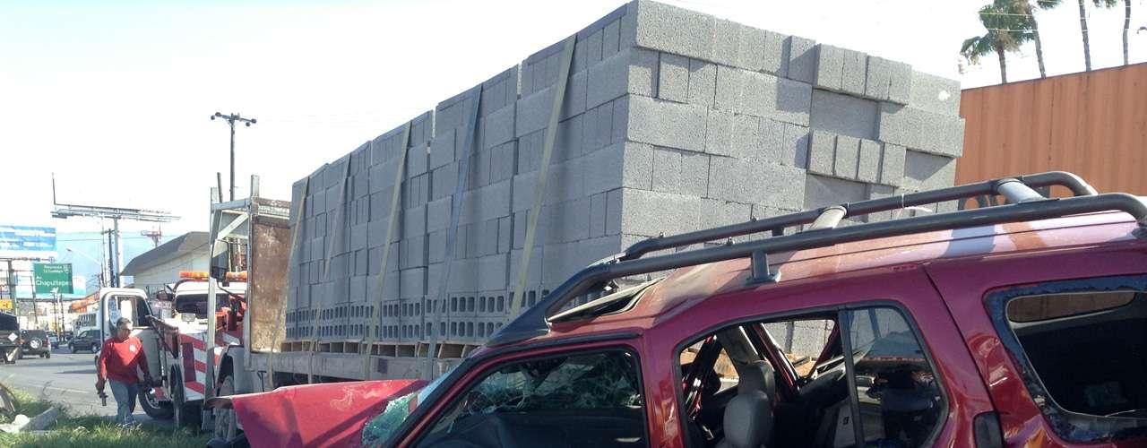 El 19 de junio, un camión materialista con 10 toneladas de block circuló en reversa, debido a una falla mecánica, y embistió a dos camionetas. Dos personas resultaron lesionadas.