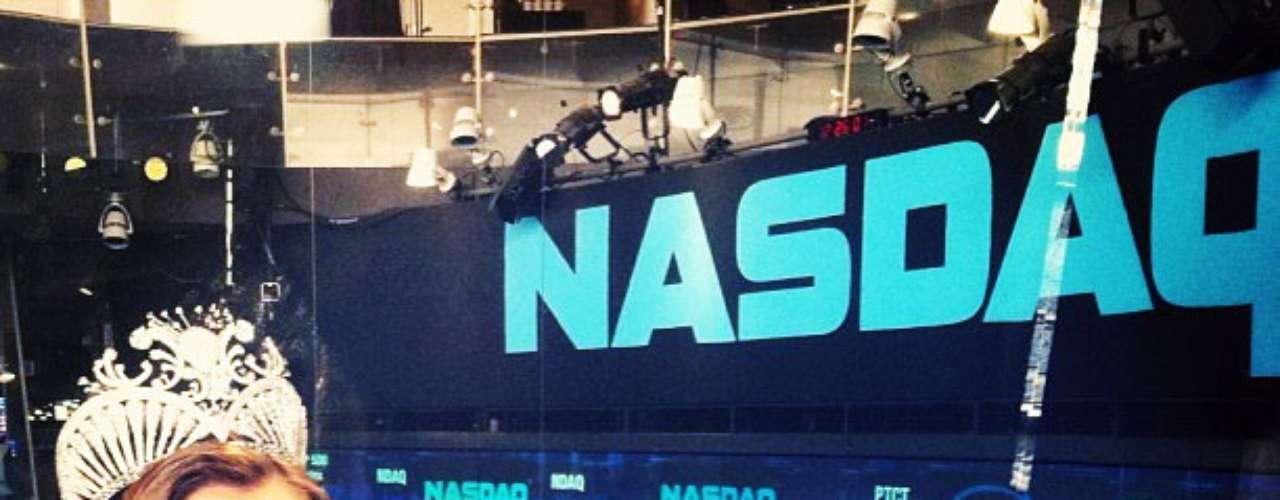 Otro de los compromisos que ha debido cumplir, significó al mismo tiempo cumplir uno de sus sueños, pues gracias a su licenciatura en Finanzas, también conocido la bolsa de valores de NASDAQ, hecho que destacó en su red social diciendo \