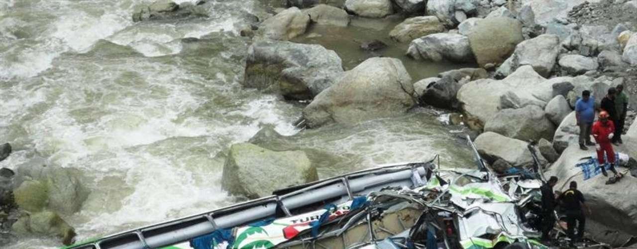 El 19 de junio de 2013, se cayó un autobús en la localidad de Chanchamayo, región de Junín, Perú (en la selva central del país).