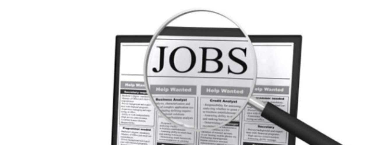 CAZADOR DE TALENTOS VIRTUAL: Este empleo consiste en atender a las síntesis curriculares publicadas en la web a voluntad del solicitante y buscarles un trabajo ofertándolos a las empresas que soliciten, para incorporar a su personal, a quienes concuerden con el perfil. Su salario promedio: entre 250 y hasta 10.000 dólares por cada referido. Fuente: Odd Jobs: Cómo divertirse y ganar dinero en una mala economía.