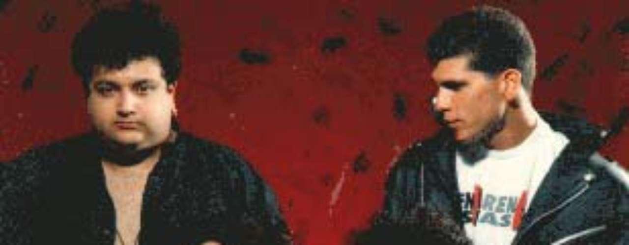 Cuando aún era un colegial, Pedro formó junto a su hermano Patricio su primer grupo al que llamaron Paranoia. Poco tiempo después, a los 15 años de edad, fue gestor de la banda Arena Hash y firmó con el sello discográfico CBS. Con Arena Hash lanzaría los exitosos discos \