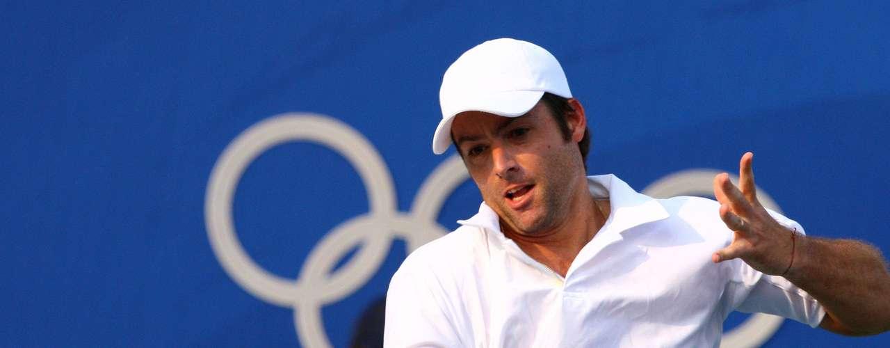 El ex tenista Agustín Calleri, que participó en muchas oportunidades del equipo argentino de Copa Davis, será candidato a diputado nacional por Córdoba, en la lista del gobernador de dicha provincia, José Manuel de la Sota.