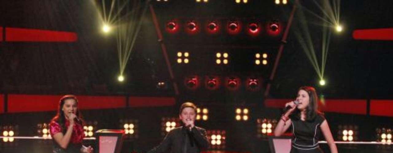 Kimberly y Sean, ambos de 11 años de California y Virginia de 11 años de Florida, con la canción 'Si nos dejan'