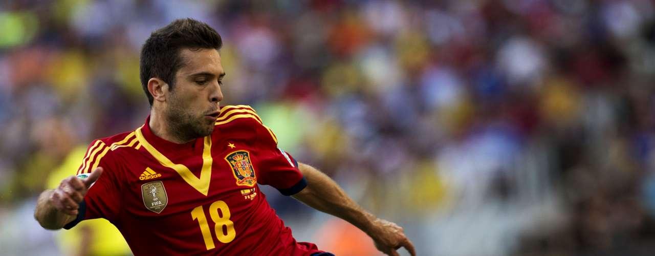 Jordi Alba realiza un disparo que se va desviado de la portería defendida por Gianluigi Buffon.