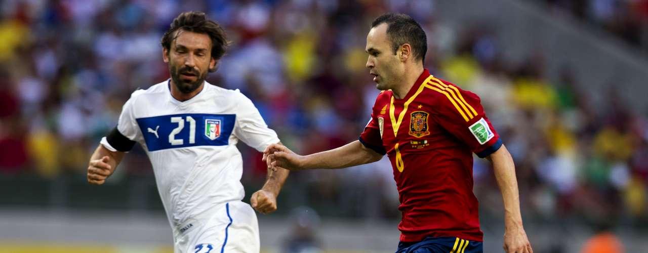 Los dos mejores hombres sobre la cancha, Andrea Pirlo y Andrés Iniesta.