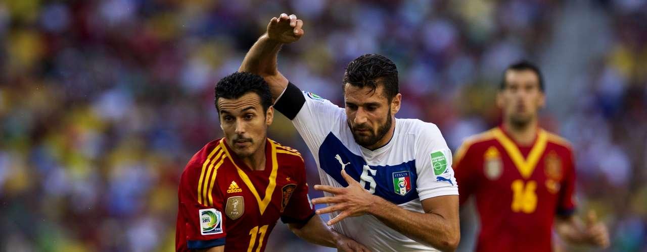 La lucha en el mediocampo fue ganada por Italia, al menos en el primer tiempo.