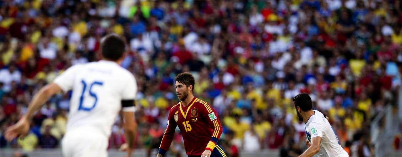 Sergio Ramos tuvo una gran cantidad de trabajo para frenar los embates italianos.