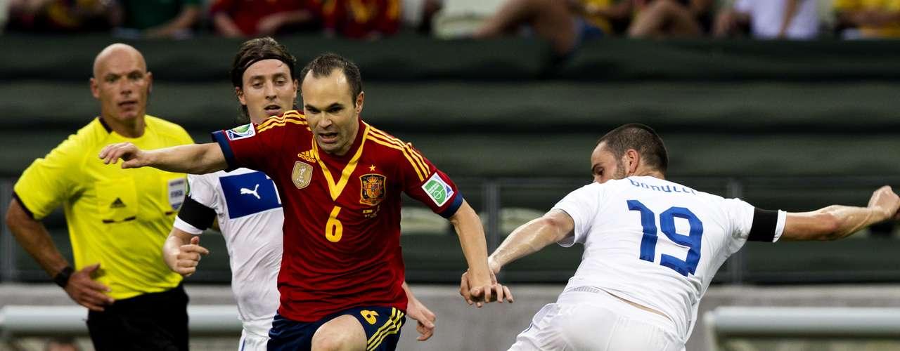 A Iniesta le faltó el apoyo de sus compañeros del Barcelona.
