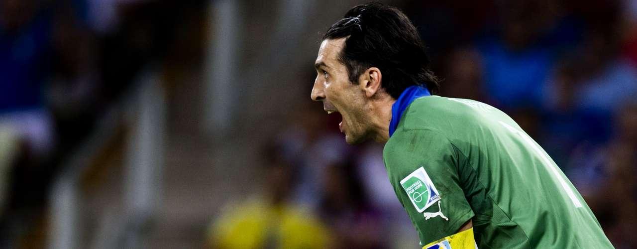 Buffon gravitó en el tiempo suplementario, aunque los españoles dejaron ir las más claras de gol.