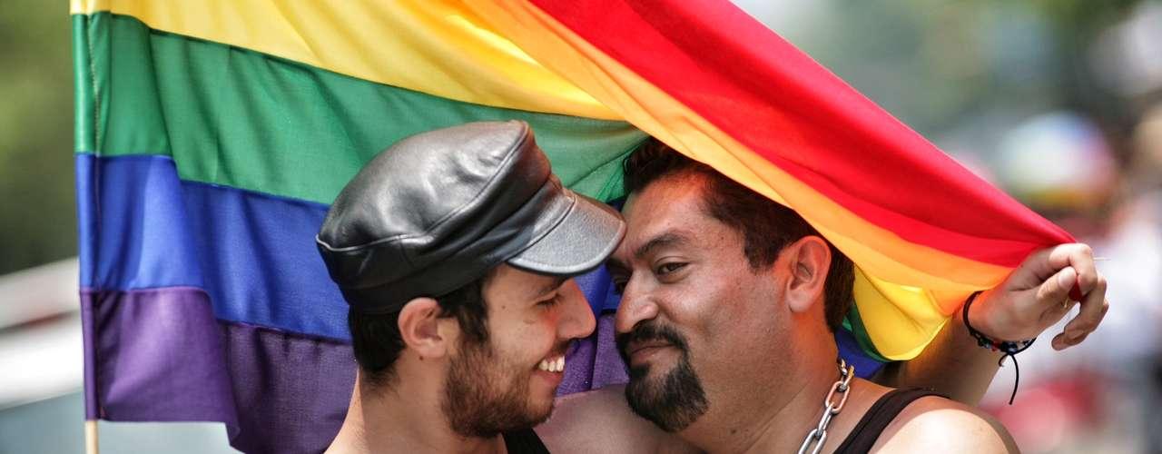 El contingente de la comunidad gay que partió del Ángel llegó al Zócalo para disfrutar de un concierto y diversas actividades.