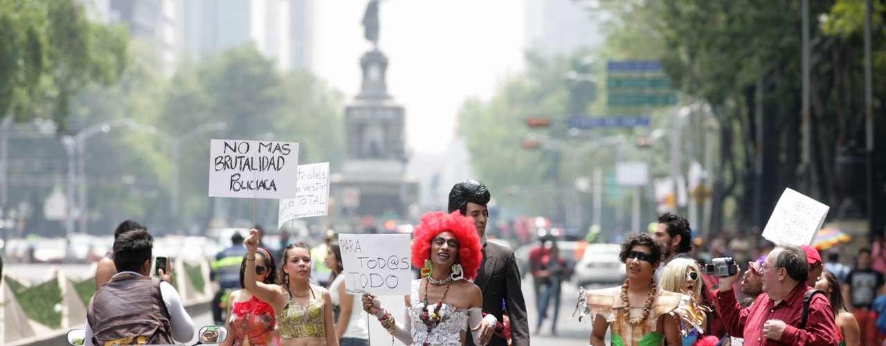Días antes, activistas de la diversidad sexual acusaron presuntas irregularidades del Comité Organizador de la XXXV Marcha del Orgullo LGBTIdel DF.