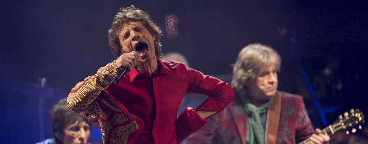 Los Rolling Stones hicieron honor a su reputación como uno de los grupos más grandes de rock and roll cuando tocaron ante más de 100.000 espectadores durante su primera actuación en el fetival de música Glastonbury.