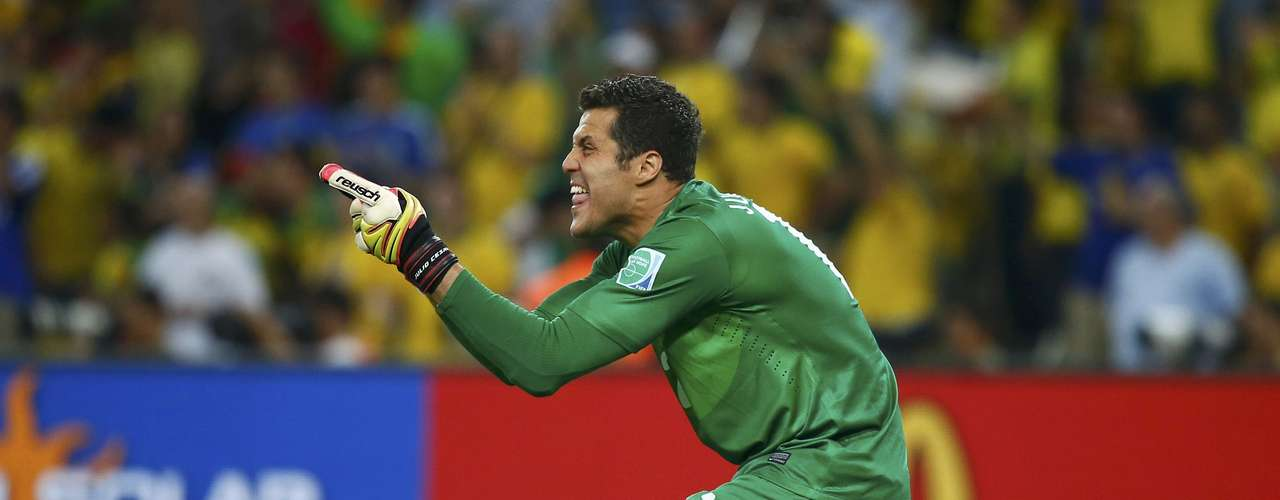 Brazil's goalkeeper Julio Cesar gestures as he celebrates his team's second goal, scored by Neymar, during their Confederations Cup final soccer match against Spain at the Estadio Maracana in Rio de Janeiro June 30, 2013. REUTERS/Kai Pfaffenbach (BRAZIL  - Tags: SPORT SOCCER)