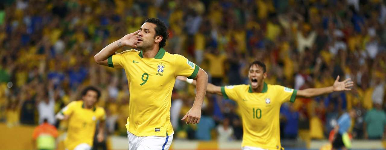 Brazil's Fred (9) celebrates after scoring the team's third goal during their Confederations Cup final soccer match against Spain at the Estadio Maracana in Rio de Janeiro June 30, 2013.  REUTERS/Jorge Silva (BRAZIL - Tags: SPORT SOCCER TPX IMAGES OF THE DAY)