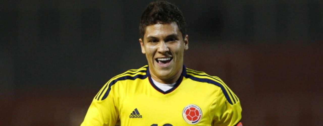 El volante colombiano Juan Fernando Quintero dejará el Pescara y se incorporará al Porto por los próximos cinco años. El fichaje de Quintero se llevó a cabo por 10 millones de euros.