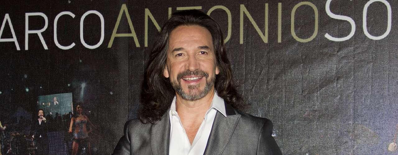 Marco Antonio Solís 'El Buki' completa el cuarteto de coaches que ocuparán las famosas sillas giratorias en la emisión. El cantautor representa al género popular dentro del programa que nació en Holanda.