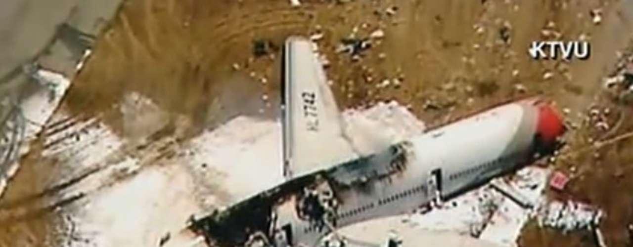 La portavoz de la Administración Federal de Aviación (FAA, por sus siglas en inglés), Lynn Lunsford, detalló que la aeronave debía aterrizar en la pista 28 izquierda de la terminal aeroportuaria.