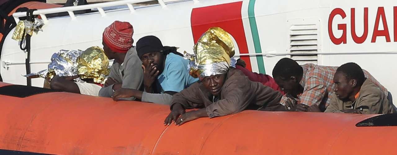 El viaje del Papa se realizó para recordar a los miles de inmigrantes africanos que murieron intentando alcanzar la pequeña isla siciliana en embarcaciones atestadas y desvencijadas.